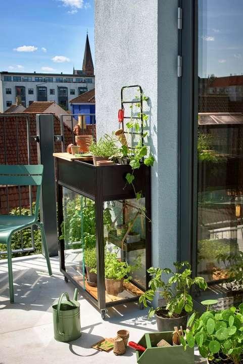 Juliana Urban Vertical Greenhouse - How smart is that