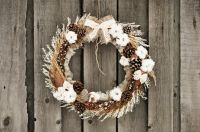 How to use dried flowers as Christmas decorations